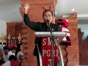 Kepala SMK PGRI 3 Denpasar Nengah Madiadnyana - foto: Koranjuri.com