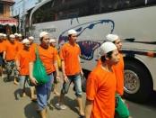 Pelaku kerusuhan pada 21-22 Mei yang ditangani Polres Jakarta Barat memasuki tahap kedua dengan menyerahkan tersangka dan barang bukti ke Kejaksaan, Kamis, 18 Juli 2019 - foto: Bob/Koranjuri.com