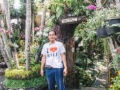 Nyoman Hendrawan, pemenang International Flower Competition (IFC) berhadiah uang Rp 1 milyar. IFC menjadi kompetisi bunga pertama di dunia yang diinisiasi oleh pasangan suami istri Nir Peretz dan Ade Chaerani Nursafitri - foto: Istimewa