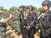 Dandim 0708 Purworejo, Letkol Inf Muchlis Gasim, saat mengecek kesiapan pasukan pengamanan kunjungan Presiden Joko Widodo ke Purworejo, Rabu (28/8) - foto: Sujono/Koranjuri.com