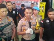 Kepolisian Sektor Metro Tamansari Polres Metro Jakarta Barat menangkap seorang pria berinisial AJ (24) atas tindakan pembobolan barang milik tamu di sebuah hotel di bilangan Tamansari, Jakarta Barat - foto: Bob/Koranjuri.com