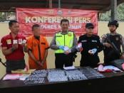 HJ alias Akiong (35), warga Desa Krasak Ageng, Kecamatan Sragi, Kabupaten Pekalongan, Jateng, tersangka kasus penipuan, kini ditahan di Mapolres Kebumen - foto: Sujono/Koranjuri.com