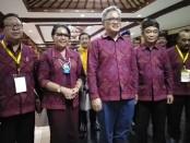 Direktur Jenderal Pembelajaran dan Kemahasiswaan Kemenristekdikti Ismunandar, dan Rektor  Universitas Udayana Prof. Dr. dr. AA Raka Sudewi, Sp.S (K), saat penutupan PIMNAS Ke-32 yang dipusatkan di panggung Ardha Candra, Taman Budaya Denpasar (Art Center) Denpasar, Bali, Jumat, 30 Agustus 2019 - foto: Koranjuri.com