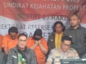 Tiga pelaku kejahatan properti Diamankan Ditreskrimum Polda Metro Jaya. Mereka melakukan aksinya secara sistematis dengan peran yang berbeda - foto: Bob/Koranjuri.com