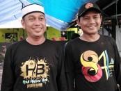 Ketua Rukun Warga Muslim (RWM) Al-Ikhlas 91 Haji Suseno (kiri) bersama Wakil Ketua Komara (kanan) - foto: Koranjuri.com