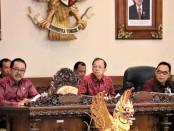 Ki-ka: Wagub Bali Tjokorda Oka Artha Ardhana Sukawati, Gubernur Bali Wayan Koster dan Ketua DPRD Provinsi Bali Nyoman Adi Wiryatama - foto: Istimewa