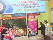 Nuryadin, SSos, MPd, Kepala SMK Kesehatan Purworejo, saat meresmikan kantor BKK dan Pusat Informasi, Senin (12/8), di kampus 2, gang Kemuning, Pangenjurutengah, Purworejo - foto: Sujono/Koranjuri.com