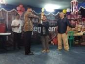 Penyerahan hadiah lomba di event lomba 17 Agustus di Tambun, Bekasi, Jawa Barat - foto: Bob/Koranjuri.com