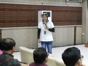 Salah satu pembicara di seminar e-learning 'Future Education' yang diadakan kampus ITB STIKOM Bali, Selasa, 20 Agustus 2019 - foto: Koranjuri.com