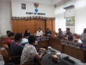 Pertemuan WALHI Bali bersama pihak Pelindo III pada 13 Juni 2019, terkait tuntunan Walhi Bali agar Pelindo III membuka dokumen perijinan pembangunan di areal Pelindo III sesuai putusan Komisi Informasi Provinsi Bali bernomor 002/V/KEP.KI.BALI/2019 tanggal 17 Mei 2019 - foto: Istimewa
