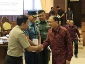 Gubernur Bali Wayan Koster saat mengikuti sidang paripurna bersama anggota DPRD Provinsi Bali, Senin, 5 Agustus 2019 - foto: Istimewa