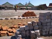 Proses pembangunan tempat parkir pada proyek lanjutan pengembangan Pantai Jatimalang tahap kedua, Sabtu (7/9), dengan nama pekerjaan Penataan Landscape Jatimalang - foto: Sujono/Koranjuri.com