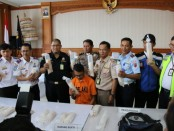 Oknum pekerja groundhandling Bandara Ngurah Rai, berinisial AP (25), asal Wonogiri, Jawa Tengah, ditangkap petugas Bea Cukai Ngurah Rai - foto: Istimewa
