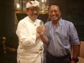 Owner wahana wisata air yang juga tokoh Bangli berskala nasional Ketut Mardjana (kanan) bersama Wakil Gubernur Bali Tjokorda Oka Artha Ardana Sukawati(kiri) - foto: Istimewa