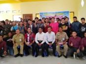 Para PMI yang diberangkatkan ke Malaysia melalui P3MI PT Jafa Indo Corpora cabang Purworejo, berfoto bersama, Senin (28/10), sebelum keberangkatan - foto: Sujono/Koranjuri.com