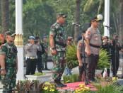 Apel dipimpin oleh Kapolda Metro Jaya Irjen Pol Gatot Edi Pramono dan Pangdam Jaya Mayjen TNI Eko Margiyono yang diikuti oleh 4.800 personel TNI-Polri - foto: Istimewa