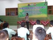 30 siswa SMK YPP Purworejo, saat mengikuti pelatihan siswa PKS ( Patroli Keamanan Sekolah) dari Satlantas Polres Purworejo, Rabu (30/10) - foto: Sujono/Koranjuri.com