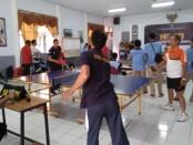Pingpong menjadi salah satu cabang olahraga yang dipertandingkan dalam rangka memperingati HDKD 2019 di Rutan Purworejo - foto: Sujono/Koranjuri.com