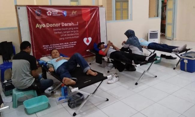 Bakti sosial donor darah, mewarnai puncak kegiatan Semarak Dasawarsa SMK TI Kartika Cendekia Purworejo - foto: Sujono/Koranjuri.com