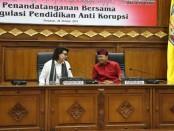 Gubernur Bali Wayan Koster bersama pimpinan KPK Basaria Panjaitan dalam Penandatanganan Bersama Regulasi Pendidikan Anti Korupsi di Gedung Wiswa Sabha Utama, Kantor Gubernur Bali, Denpasar pada Senin (28/10/2019) - foto: Istimewa
