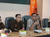 Ketua Bawaslu Kabupaten Purworejo, Nur Kholiq, saat memberikan keterangan persnya, Kamis (31/10) - foto: Sujono/Koranjuri.com