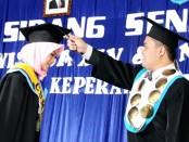 Wahidin, S.Kep, Ms, M.Kep, saat mewisuda mahasiswa D3 Akper Pemkab Purworejo angkatan ke XV - foto: Sujono/Koranjuri.com