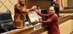 Koster Serahkan RUU Provinsi Bali ke DPR RI