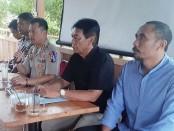 Ketua PBVSI Kebumen, AKBP Rudy Cahya Kurniawan, saat bertatap muka dengan para atlit, Jumat (1/11) - foto: Sujono/Koranjuri.com