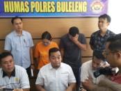 Kedua pelaku diamankan di Polres Buleleng - foto: Istimewa