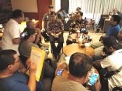 Tim dari Biro Komunikasi dan Layanan Masyarakat Kementerian Pendidikan dan Kebudayaan menggelar dialog bersama para jurnalis di Bali di Kuta, Kamis, 14 November 2019 - foto: Koranjuri.com