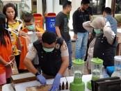 Barang bukti narkoba dimusnahkan di halaman Gedung Ditnarkoba Polda Metro Jaya, Senin (18/11/2019) - foto: Bob/Koranjuri.com