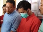 Kasatresnarkoba Polres Purworejo, Iptu Joyo Suharto, dengan salah satu tersangka pemilik shabu, MS, warga Megulung Kidul, Pituruh - foto: Sujono/Koranjuri.com