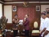 Gubernur Bali Wayan Koster menemui jajaran PT Pertamina (Persero) di Kantor Gubernur Bali, Renon, Denpasar, Senin, 2 Desember 2019 - foto: Istimewa