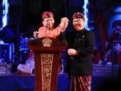 Gubernur Bali Wayan Koster bersama Wakil Gubernur Cokorda Oka Artha Ardana Sukawati pada pidato akhir tahun di Panggung Terbuka Ardha Candra Taman Budaya Bali, Jum'at, 20 Desember 2019 - foto: Istimewa
