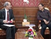 Gubernur Bali Wayan Koster bertemu Dubes Swiss Kurt Kunz yang berkunjung ke Kantor Gubernur Bali, Rabu, 4 Desember 2019 - foto: Istimewa
