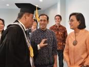 Mendikbud Nadiem Anwar Makarim dan Menkeu Sri Mulyani hadir dalam pelantikan Rektor UI Prof. Ari Kuncoro, SE., MA., Ph.D., di Gedung Balai Purnomo, Kampus UI, Depok, Rabu, 4 Desember 2019 - foto: Istimewa