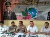 Kabid Humas Polda Metro Jaya Kombes Yusri Yunus menggelar konferensi terkait penangkapan pengedar sabu-sabu di Kramat Jati, Jakarta Timur - foto: Istimewa