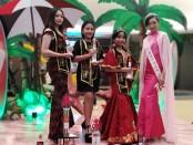 Para model yang meraih penghargaan 'TSM Model of the Year 2019' di ajang Top Model Indonesia Bali yang diadakan di Trans Studio Mall (TSM) Bali, Minggu, 22 Desember 2019 - foto: Koranjuri.com