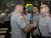 Kapolres Metro Jakarta Barat Kombes Pol Audie S Latuheru SIK memimpin serah terima jabatan (Sertijab) tiga kapolsek di Mapolres Jakarta Barat, Rabu (09/01/2020) - foto: Bob/Istimewa