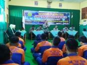 Kepala SMK TKM Purworejo, Ki Gandung Ngadina, SPd, MPd, saat memberikan sambutan dalam Workshop Robotika, hasil kerjasama dengan AKPRIND Yogyakarta, Sabtu (11/1) - foto: Sujono/Koranjuri.com
