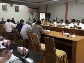 Forum Group Discussion (FGD) dalam membahas Ranpergub tentang Tata Kelola Pariwisata Bali di ruang rapat  Soka, kantor Dinas Pariwisata Provinsi Bali, Denpasar, Selasa (21/1/2020) - foto: Istimewa