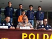 Polisi menetapkan AMS (58) sebagai tersangka pemasangan spanduk bernuansa SARA di kawasan Condet, Jakarta Timur - foto: Bob/Koranjuri.com