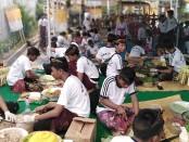 Lomba ngelawar sebagai rangkaian HUT Ke-20 SMK PGRI 3 Denpasar - foto: Koranjuri.com
