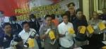 Pencurian Tak Lazim, Aksi Pelaku Preteli Ban Mobil di Cikarang