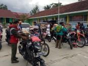 Distribusi bantuan Kemendikbud untuk sekolah-sekolah terdampak banjir di Kabupaten Lebak, Banten (2/1/2020) - foto/sumber: LPMP Banten