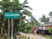 Salah satu ruas jalan yang mengalami perubahan nama. Jalan yang berada di simpang tiga jalan DI Panjaitan Mranti sampai dengan Makam Bulus ini, diganti namanya, dari jalan RAA Tjokronegoro  menjadi jalan R Ng Prawironegoro - foto: Sujono/Koranjuri.com