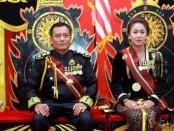 Pimpinan Keraton Agung Sejagad, Sinuhun Totok Santosa Hadiningrat dan istrinya, Kanjeng Ratu Dyah Gitarja - foto: Sujono/Koranjuri.com