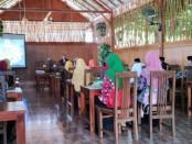 Rapat persiapan pengabdian UKS (Usaha Kesehatan Sekolah) SMK Kesehatan Purworejo, yang dihadiri para pembina UKS dari berbagai sekolah (SMP), Selasa (21/1), di RM Satu-satu - foto: Sujono/Koranjuri.com
