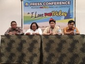 Sejumlah member MeMiles di Bali menggelar keterangan pers di Kuta, Jumat, 24 Januari 2020 - foto: Koranjuri.com