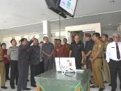 Sekretaris Daerah Provinsi Bali Dewa Made Indra memantau kesiapan tes CPNS, Senin, 27 Januari 2020 - foto: Istimewa